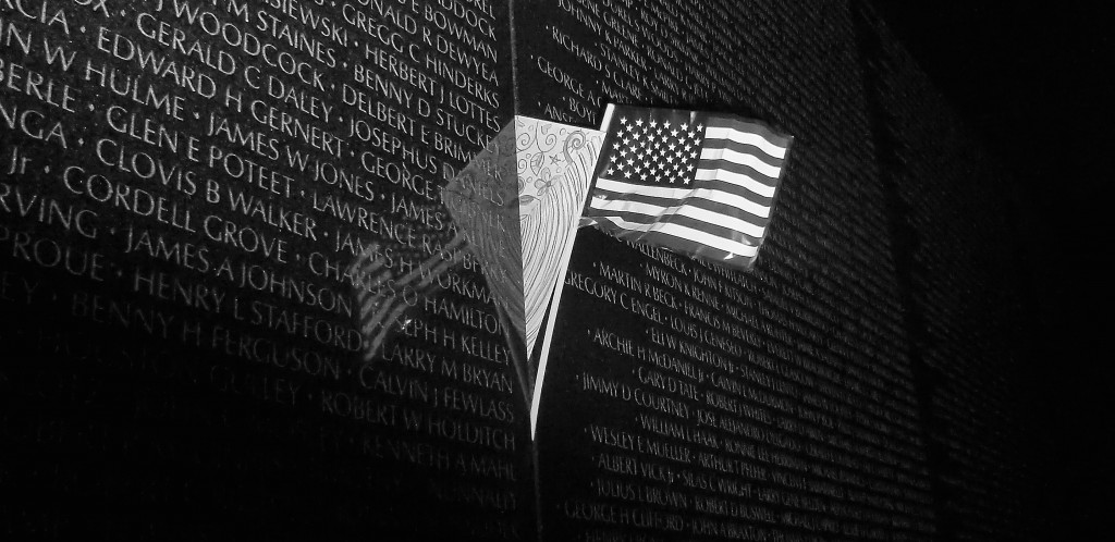 Vietnam_Memorial_with_Flag