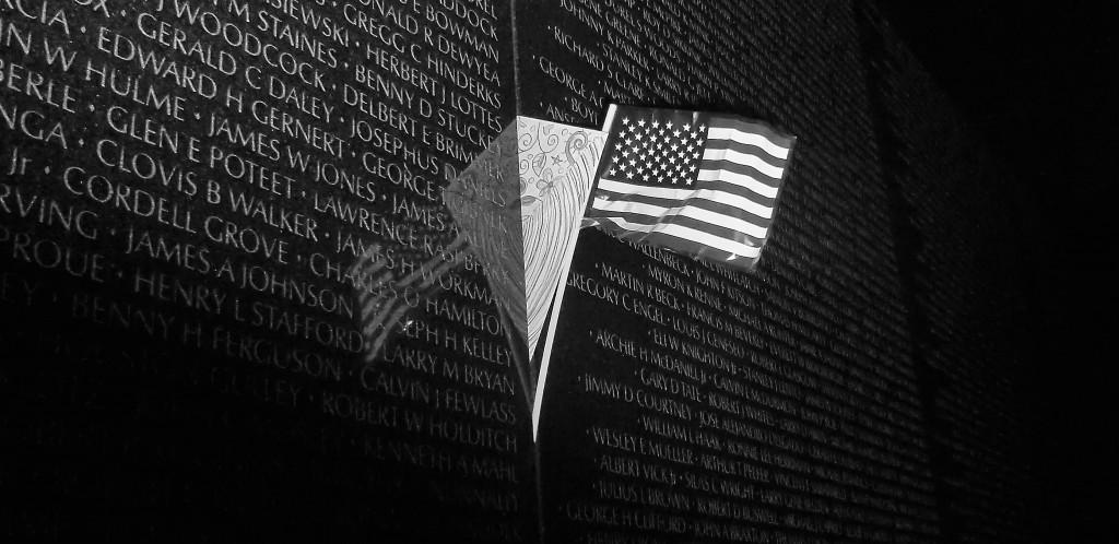 Vietnam_Memorial_with_Flag